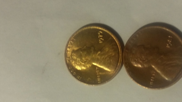 1979 Lincoln penny(yellowish gold color?) Any help? Thanks - Coin